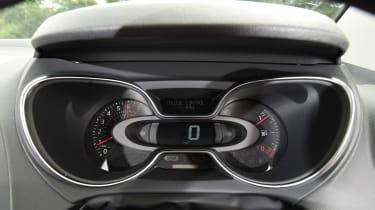 Renault Captur - dials
