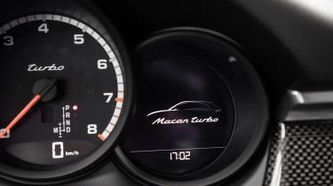 Porsche Macan Turbo - badge