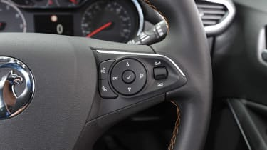 Vauxhall Crossland X - steering wheel buttons