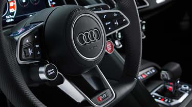 Audi R8 RWD Coupe - steering wheel
