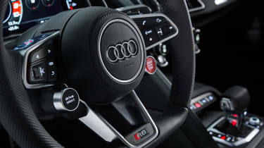 Audi R8 RWD Coupe - steering wheel