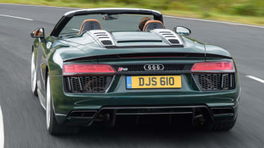 Audi R8 Spyder V10 plus - rear bumper action