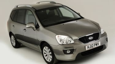 Kia Carens front three quarters
