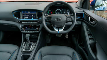 Hyundai Ioniq - dash