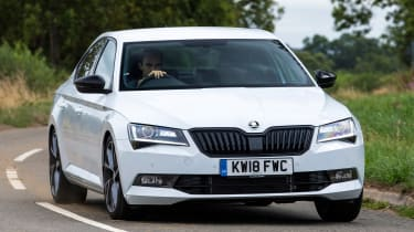 Skoda Superb - front action