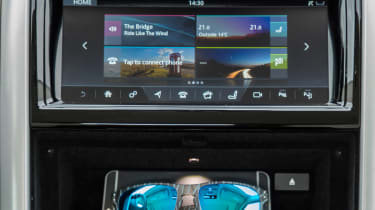 Land Rover Discovery 2017 screen