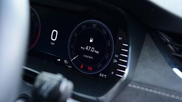 Skoda Octavia 1.5 TSI - long termer dials