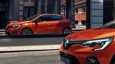 Renault Clio - window