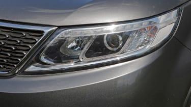 Used Kia Sorento - front light detail