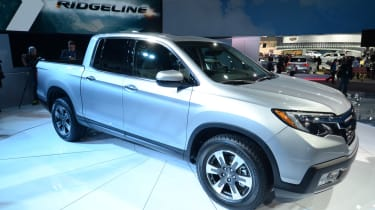 Honda Ridgeline Pick-up - front quarter show