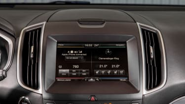 Ford Edge Titanium 2016 - infotainment