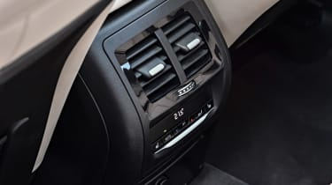 BMW X3 M40i - rear controls