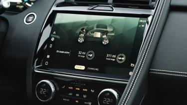 Jaguar E-Pace PHEV - infotainment