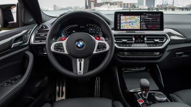 BMW X4 M - dash