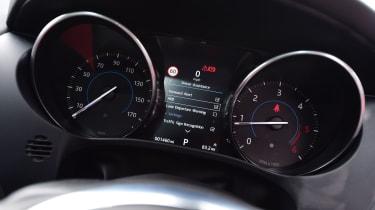 Jaguar F-Pace 2.0d R-Sport - dials