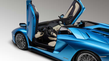 Lamborghini Aventador S Roadster - doors up