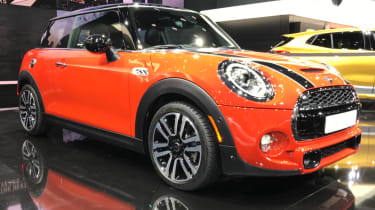 MINI hatch facelifted - show front