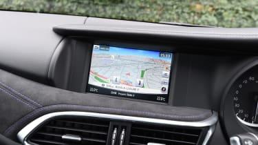 Infiniti Q30 Sport AWD 2016 - screen