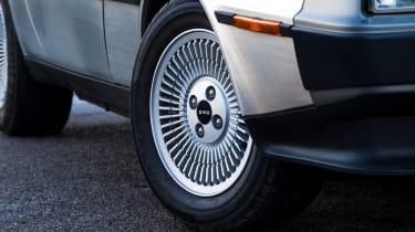 DMC DeLorean - wheel