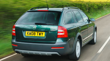 Skoda Octavia Scout - rear tracking