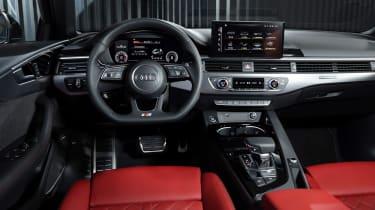 Audi A4 - studio dash
