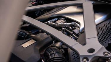 Aston Martin DB11 Volante - engine