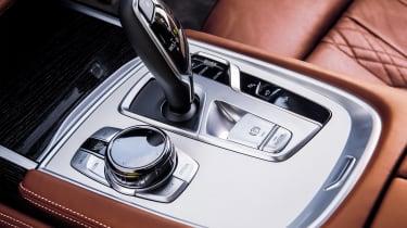 BMW 740Ld xDrive - gear stick