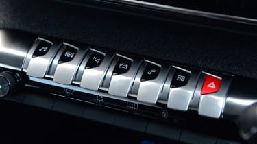 New Peugeot 3008 facelift 2020 switches