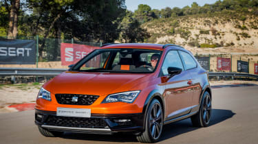 SEAT Leon Cross Sport front tracking