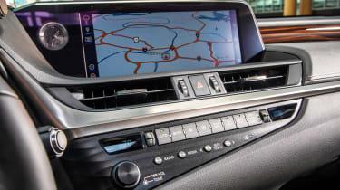 Lexus ES - sat-nav