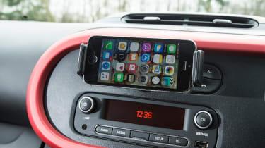 Renault Twingo - phone holder
