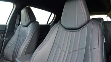 Peugeot 308 GT - front seats