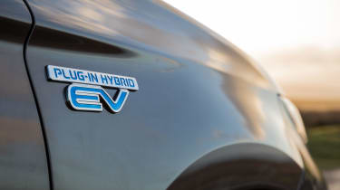 Mitsubishi Outlander PHEV 2017 - EV badge