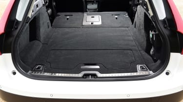 Volvo V90 Cross Country - boot seats down