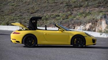 Porsche 911 Carrera S Cabriolet roof operation