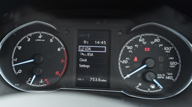Toyota Yaris - dials