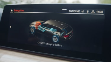 BMW 3 Series mild-hybrid - screen