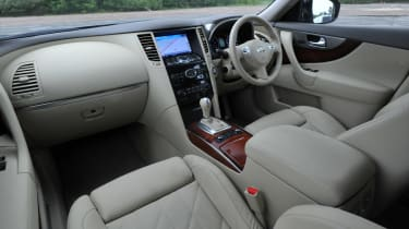 Infiniti FX 30d S interior