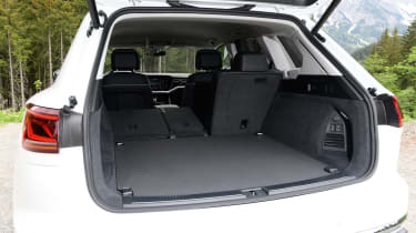 Volkswagen Touareg - boot side
