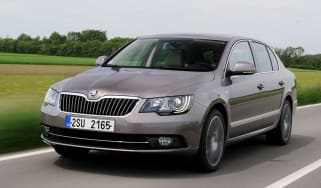 Skoda Superb 2.0 TDI front tracking