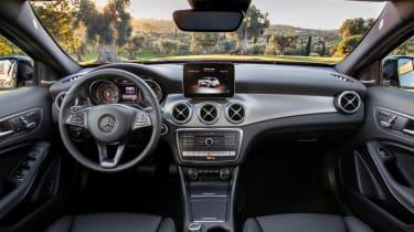 Mercedes GLA 2017 - interior