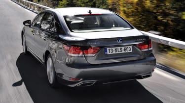 Lexus LS 600h rear tracking