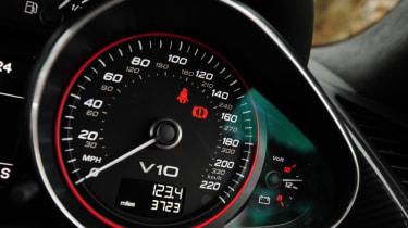 Used Audi R8 - dials
