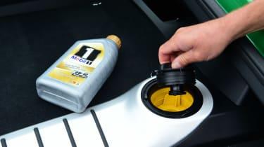 Porsche 718 Cayman GTS 4.0: long-term test review - first report oil filler cap
