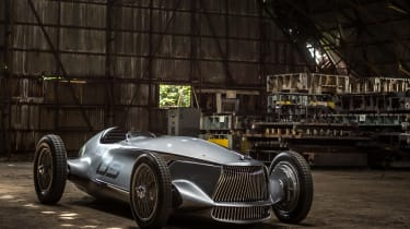 Infiniti Prototype 9 - front garage