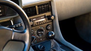 DMC DeLorean - centre console