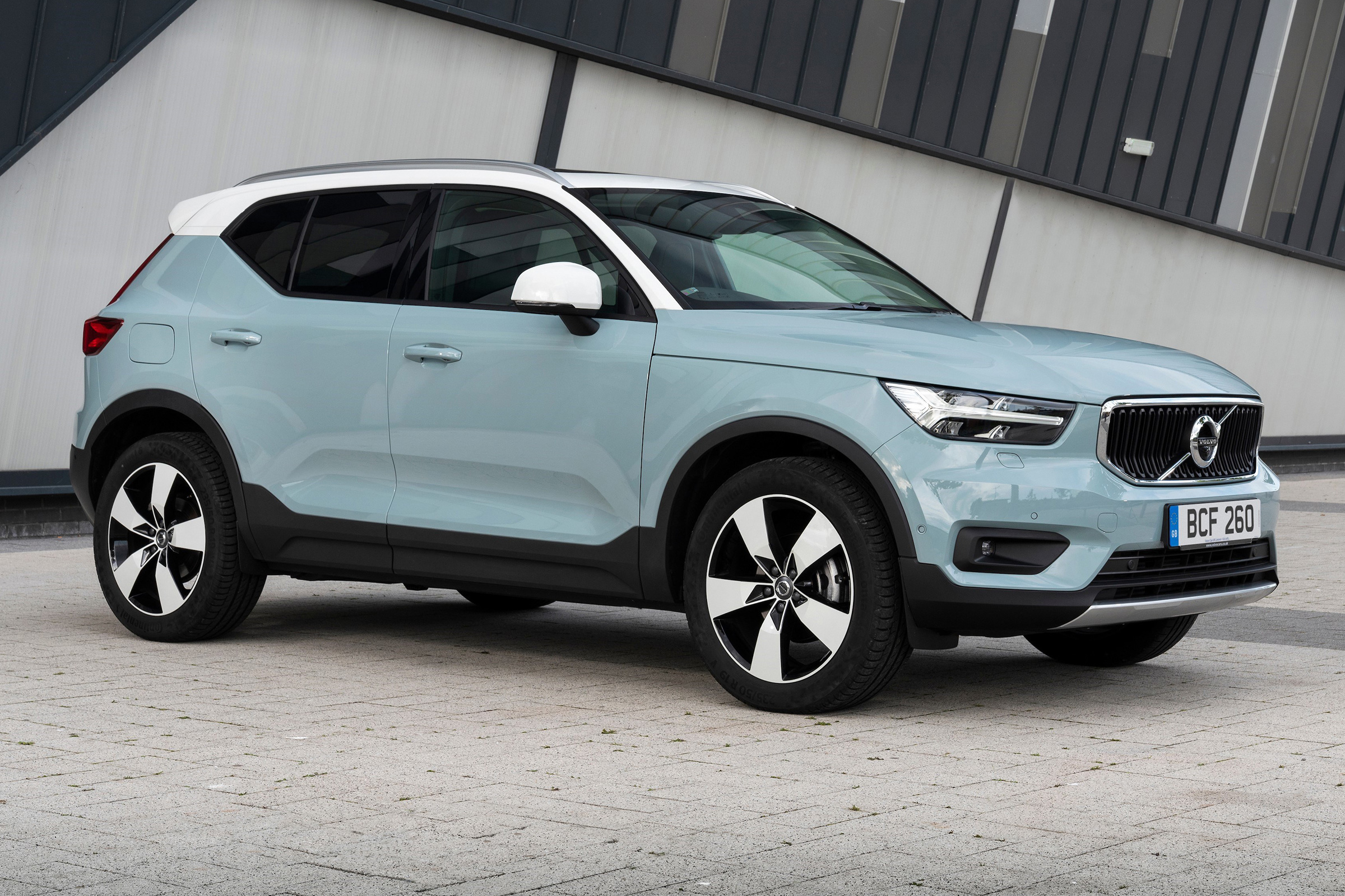 New 2020 Volvo XC40: plug-in hybrid tech, specs and ...