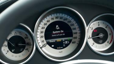 Mercedes CLS 250 CDI Shooting Brake dials