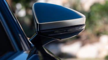 Audi S8 - wing mirror