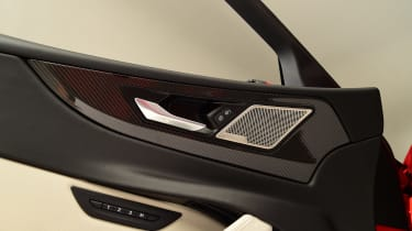 Jaguar XE - door